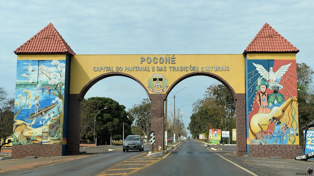 Eingangsportal von Poconé